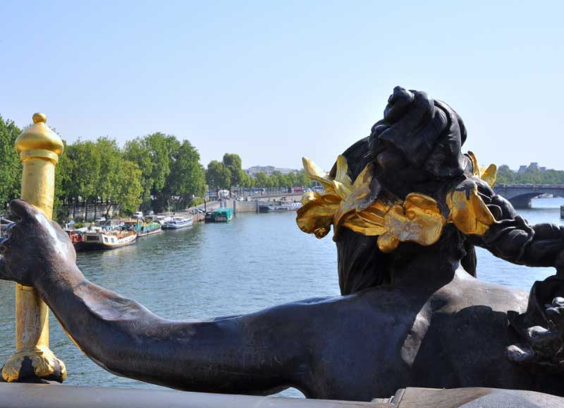 Nymphe en cuivre du Pont Alexandre III